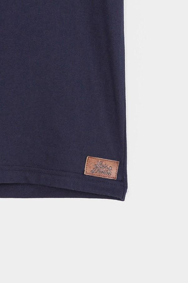 Camiseta básica detalle